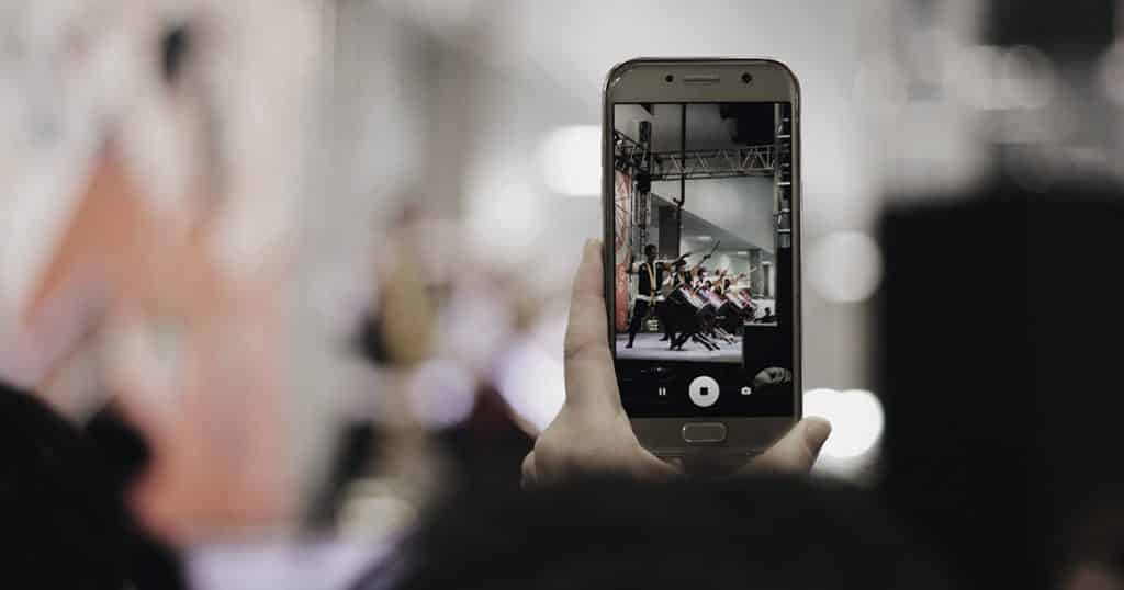 make your own business marketing video on mobile
