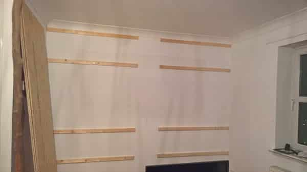 Fixing battens to the wall